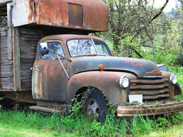 abandoned old truck in grass